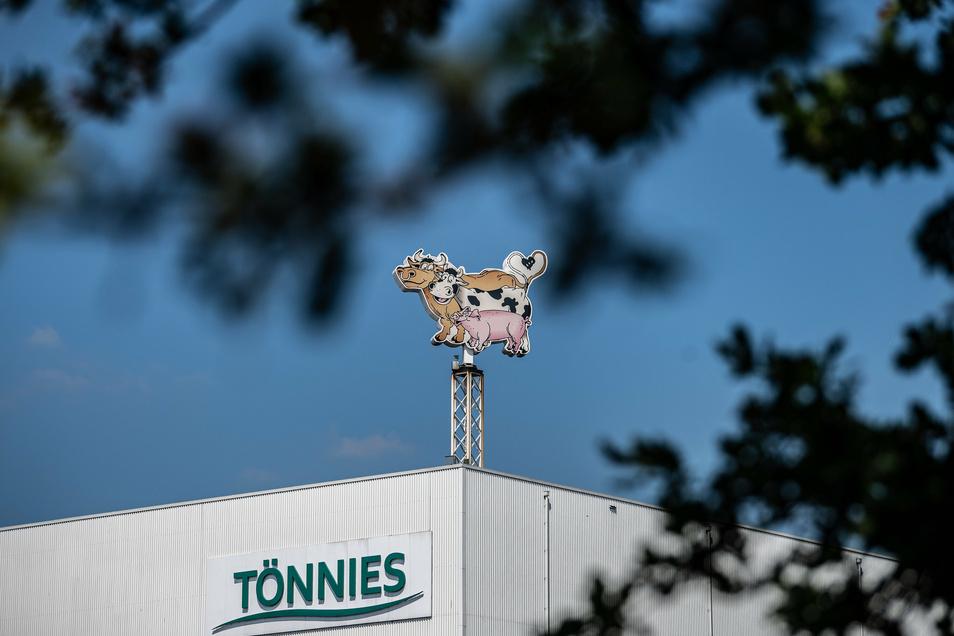 Tönnies ist Deutschlands größter Fleischverarbeiter - und hatte im Sommer nach massiven Corona-Ausbrüchen in die Kritik geraten.
