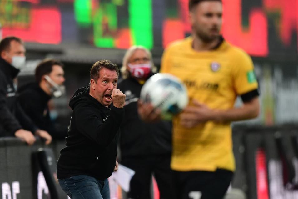 Dynamos Trainer Markus Kauczinski treibt seine Mannschaft an. Er sieht durchaus Chancen, auch gegen den Aufstiegskandidaten aus Hamburg zu punkten.