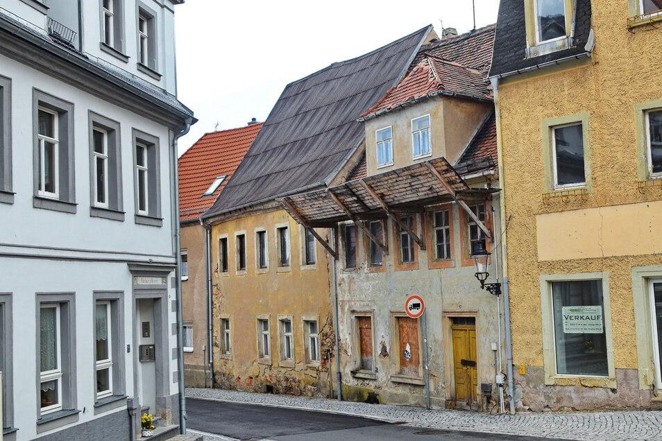 In einem ruinösen Zustand sind die Häuser Frauenstraße 4 und 6. Wegen Preissteigerungen für Baumaterial wird die Sanierung wohl deutlich teurer.