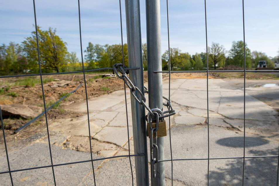 Der Bauplatz an der Dresdener Straße ist verschlossen. Was ist passiert?