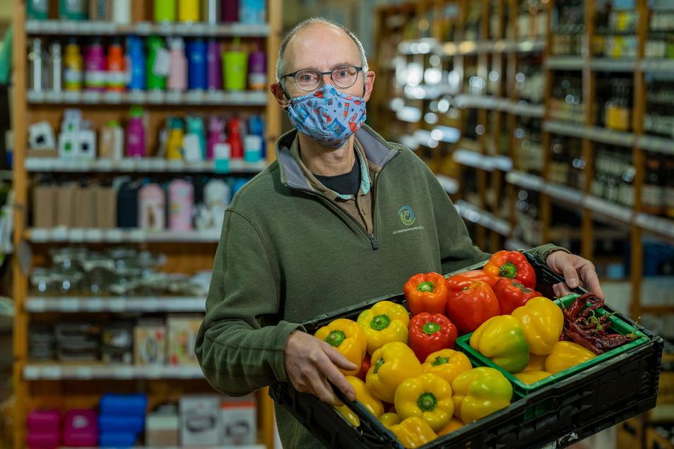 Stündlich müssen Mitarbeiterinnen und Mitarbeiter in der Verbrauchergemeinschaft Dresden in den Läden Menschen ansprechen, die keine Maske tragen. Das Personal sei sehr angespannt, sagt Vorstandsmitglied Peter Jacobi.
