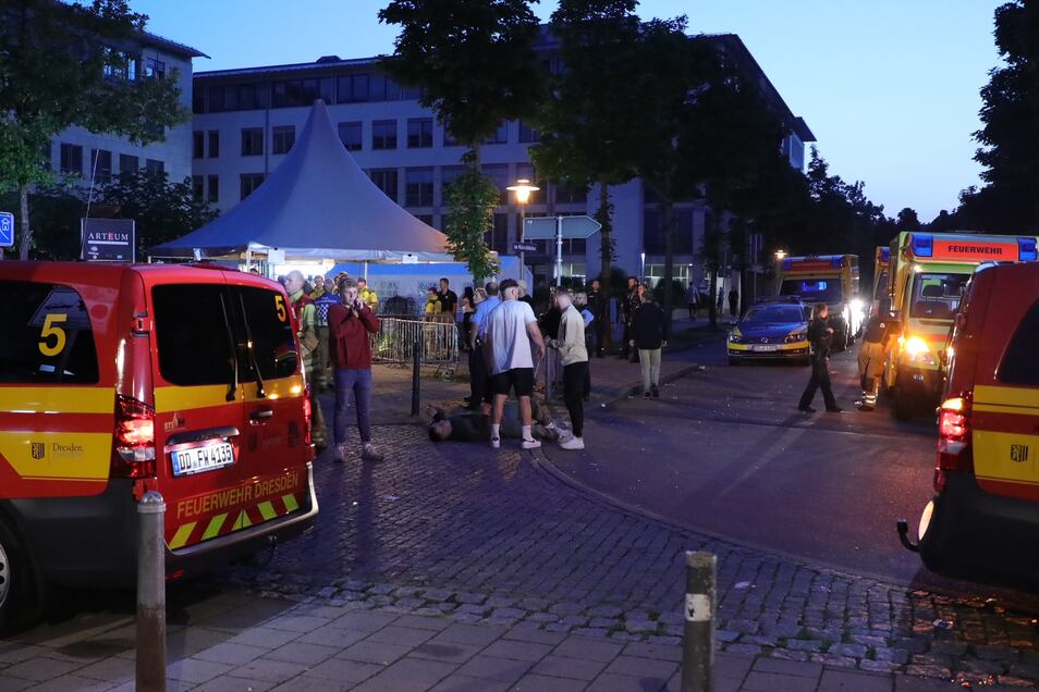 Wegen einer Reizgas-Attacke rückten Feuerwehr, Rettungsdienst und Polizei ins Dresdner Arteum an.
