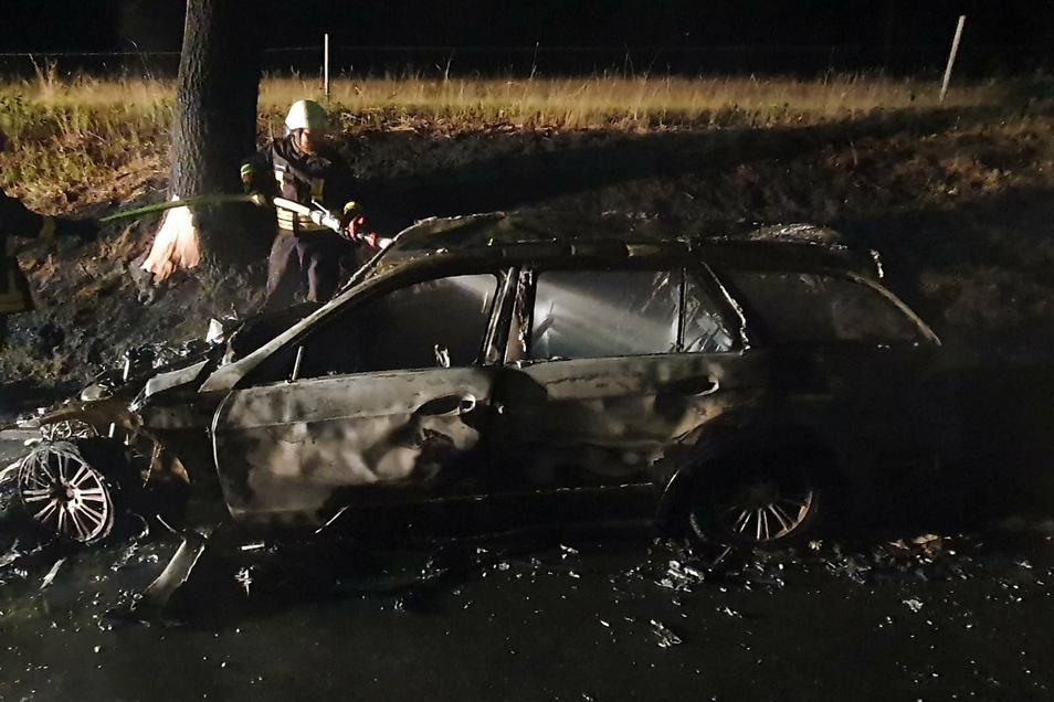 Der Ende Juli gestohlene Mercedes aus Döbeln brannte nach einem Unfall bei Colditz aus.