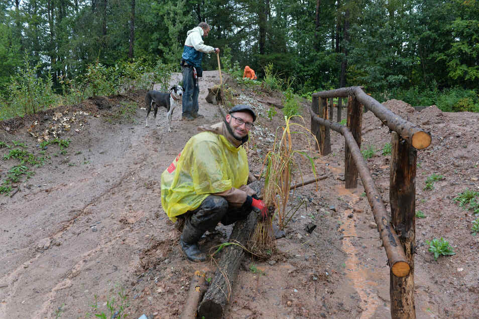Philipp Fischer gehört zum festen Kern der Helfer. Auch er ließ sich vom Dauerregen nicht abschrecken.