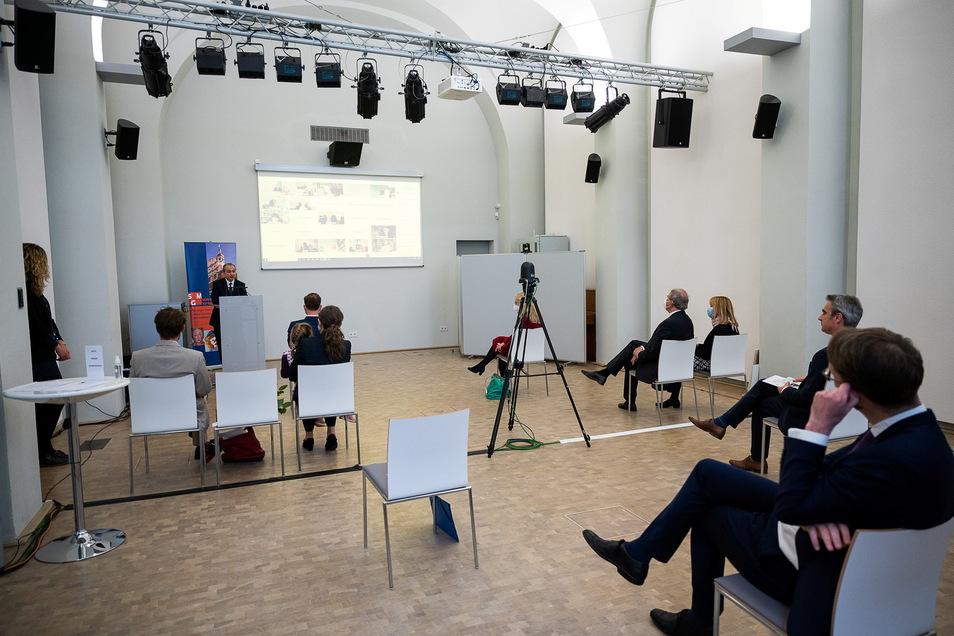 Die Präsenzveranstaltung zur Verabschiedung von Markus Bauer im Schlesischen Museum fiel klein aus. Wesentlich mehr Gäste aus ganz Deutschland schauten per Videokonferenz zu.