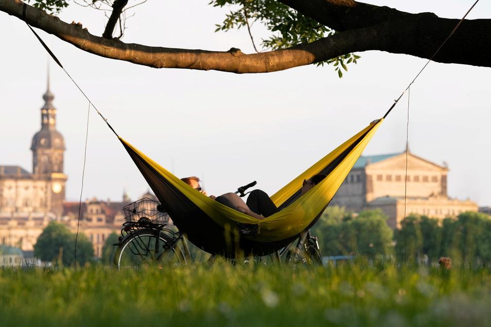 Entspannt zurücklegen können sich Dresdner, die nicht nur ein regelmäßiges, sondern auch ein gutes Einkommen haben. Doch mehr als jeder zehnte Haushalt in Dresden gilt als arm.