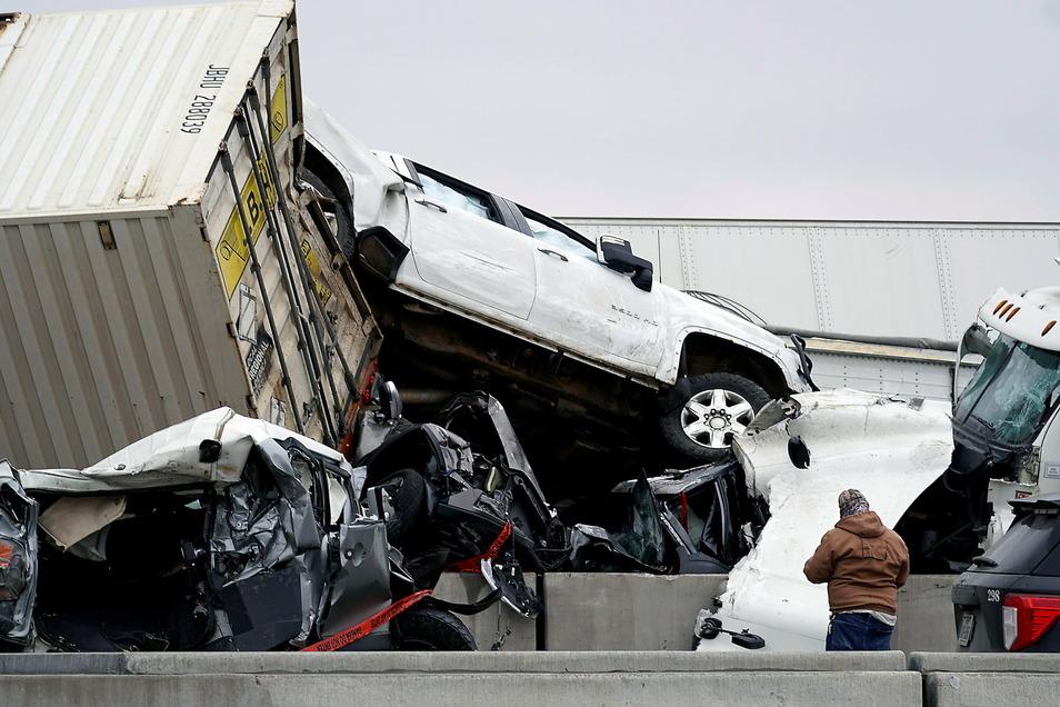 Mehr als 100 Fahrzeuge waren bei der Massenkarambolage auf einer vereisten Autobahn in Texas ineinander gefahren.