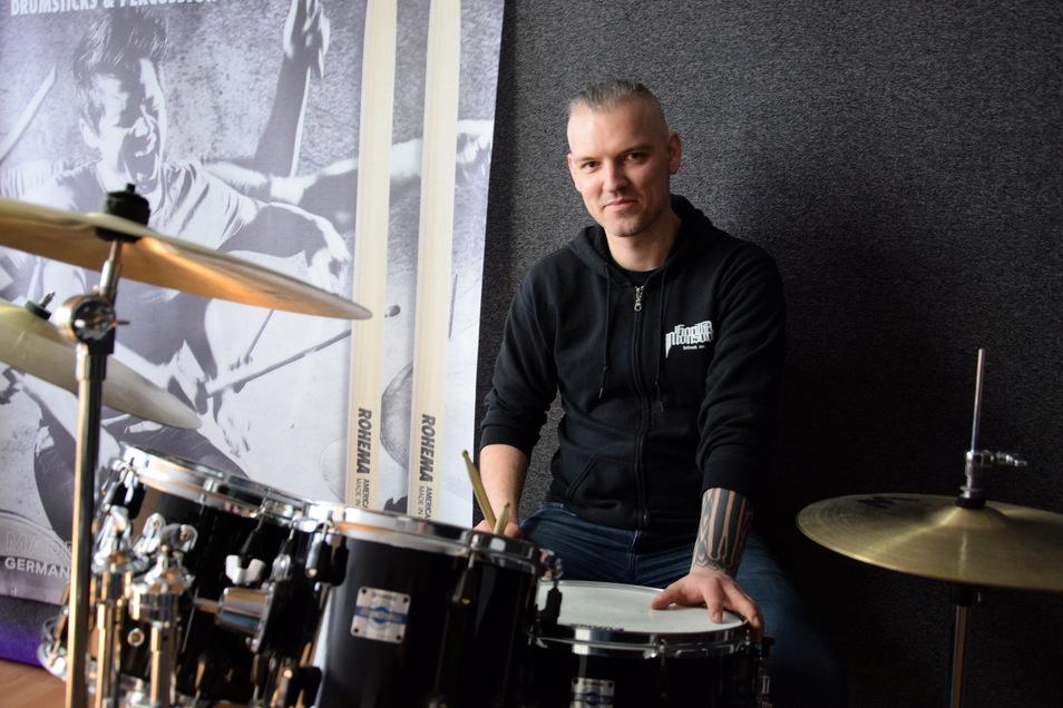 Ronny Garz will als Lehrer und mit seiner Band Groovenom endlich wieder loslegen.