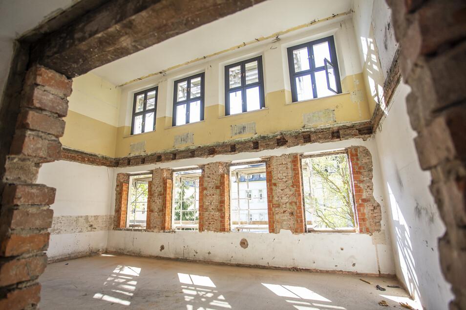 Das Gebäude ist entkernt, sogar die Decken zwischen den Etagen wurden abgebrochen.