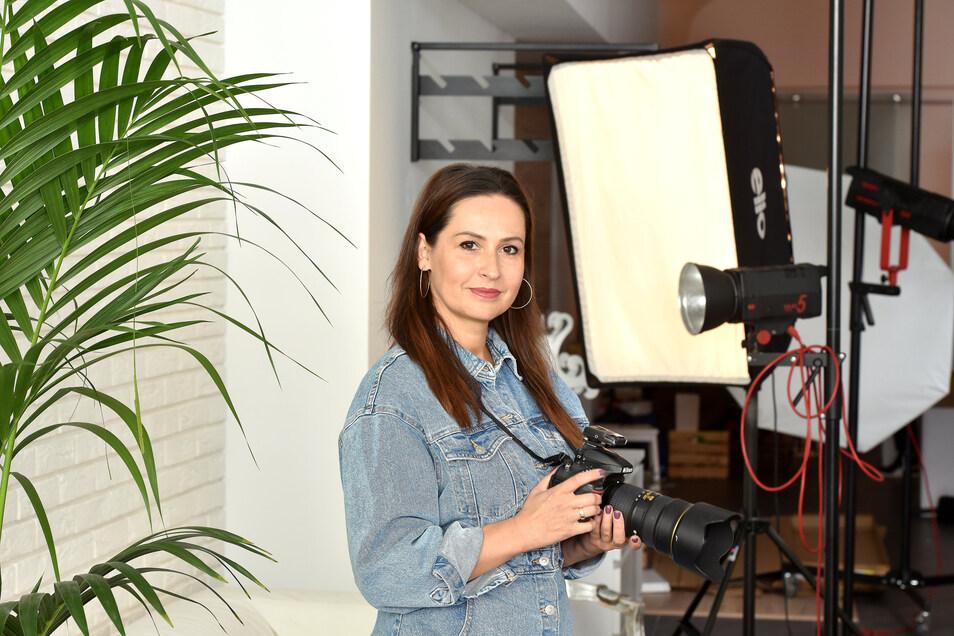 """Beata Spychalska in ihrem umgebauten Studio """"Foto Pasja""""."""
