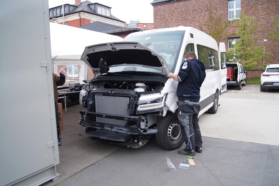Der Kleinbus wird zur Hochleistungsrechenmaschine. Für den autonomen Einsatz auf der Straße muss der VW eCrafter derzeit noch umgebaut werden.