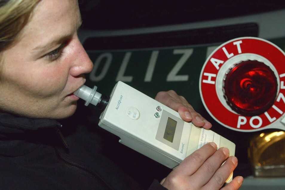 Auch ein Alkoholfahrer wurde von der Polizei erwischt. (Symbolbild)