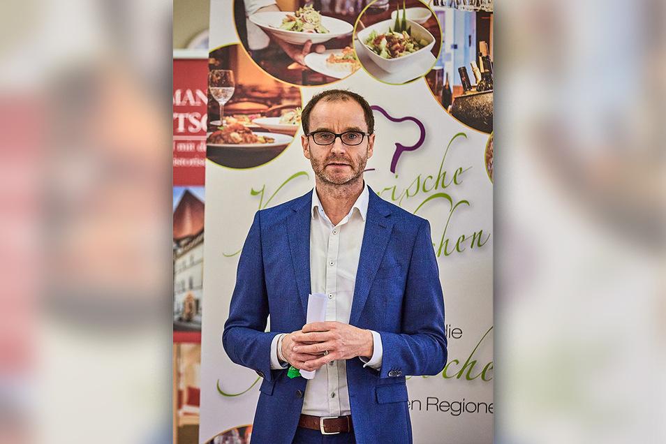 Thomas Pfenniger betreut Gaststätten und Hotels in der Sächsischen Schweiz und sagt trotz allem: Das Glas ist immer halbvoll.