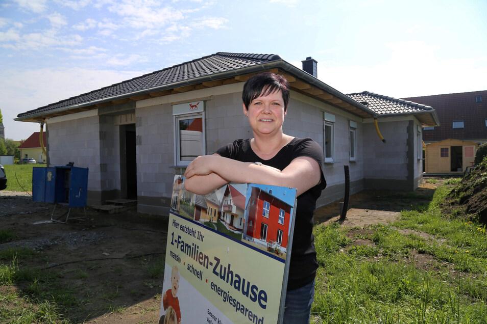 Yvonne Hinz hat mit ihrer Familie ein Haus im Landkreis Görlitz gebaut. Rund um München wäre es deutlich teurer geworden.