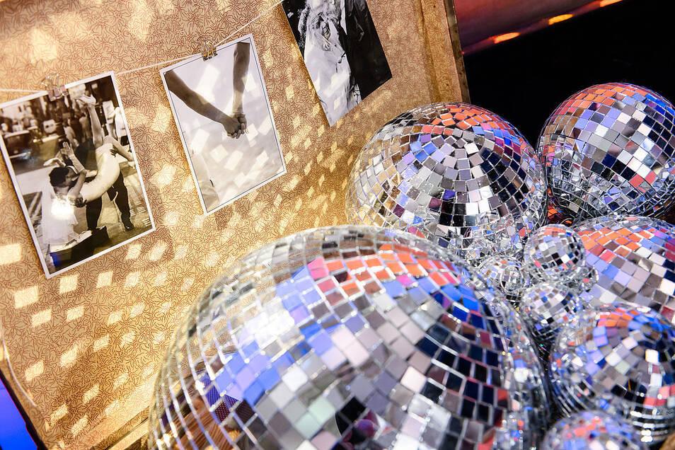 Für die richtige Partystimmung auf der eigenen Hochzeit gibt es jede Menge Tipps und Tricks.