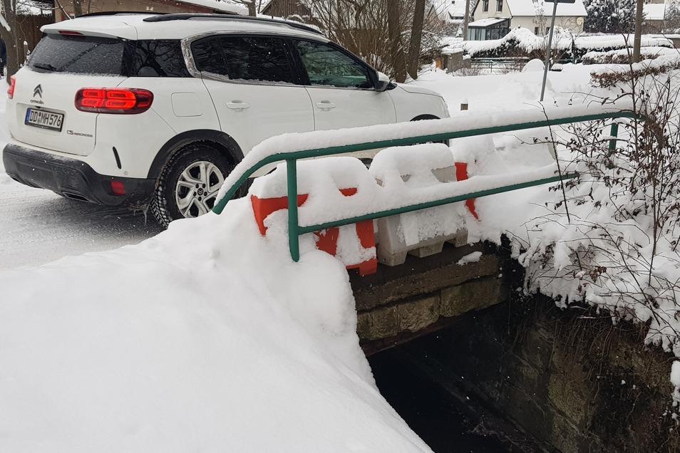 Selbst im Winter erkennt man, dass an der Brücke zum Reinhardtsgrimmaer Sportplatz unbedingt etwas getan werden muss.