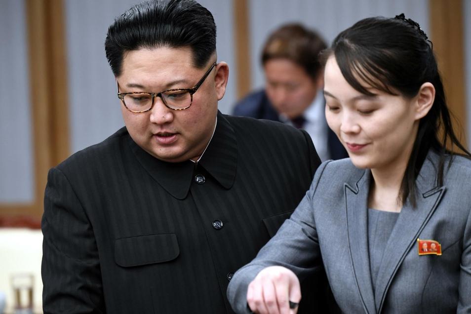 Kim Jong Un und seine Schwester Kim Yo Jong