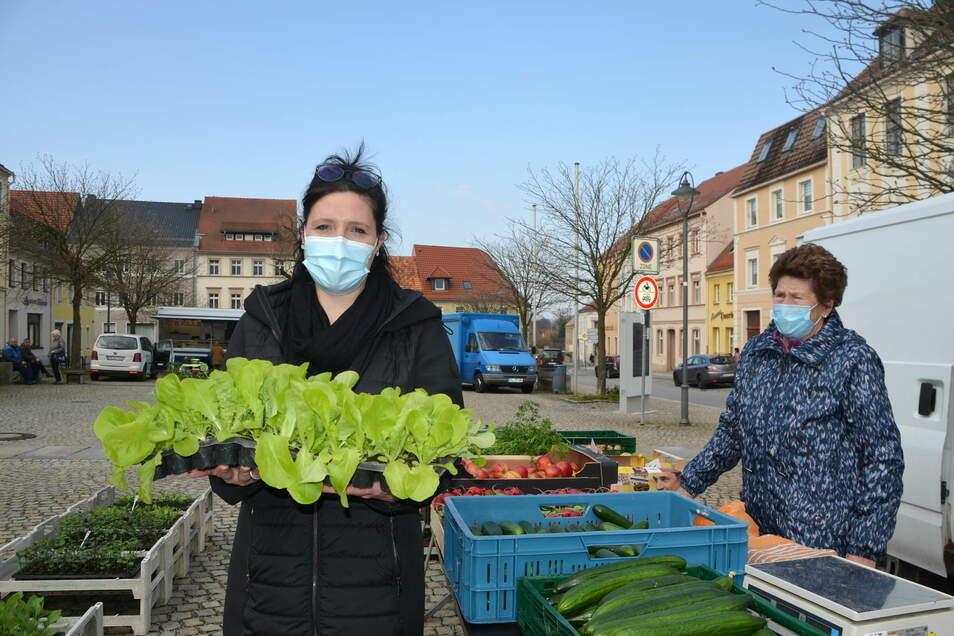 Bianca Senger von der Stadtinformation kann sich vorstellen, dass mit Gemüse-, Kräuter-, Blumen- und Erdbeerbepflanzung der Marktplatz ein neues Flair bekommt.