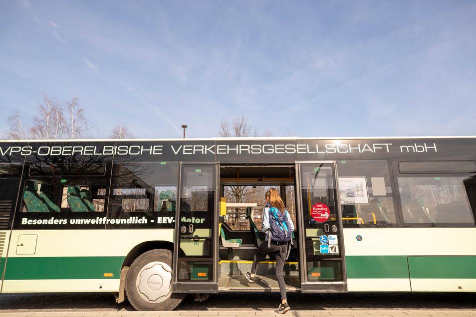 Noch steht auf einigen Bussen der alte Firmenname. Das ist derzeit das geringste Problem des RVSOE.