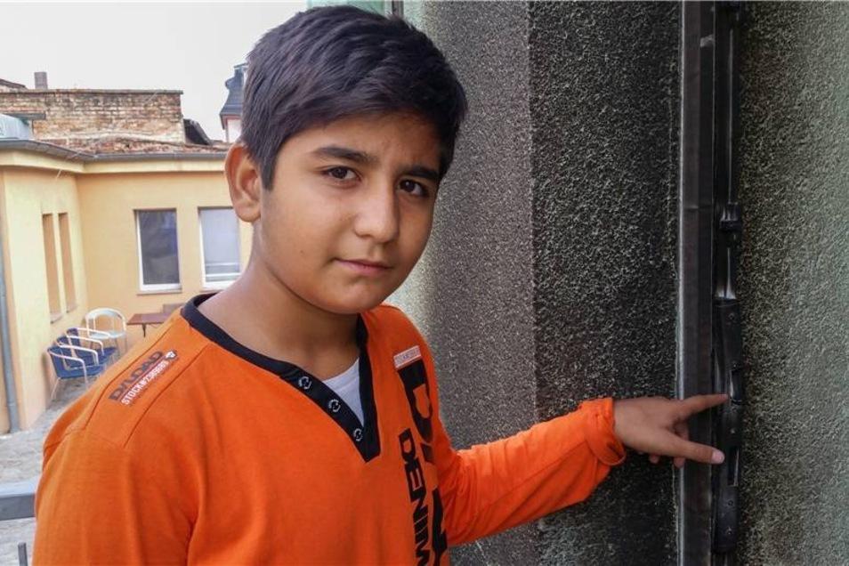 """Der zehnjährige Ibrahim Ismail Turan, Sohn des Imam, sagte nach dem Anschlag: """"Die haben uns angegriffen, weil sie uns hassen, weil wir Muslime sind."""""""