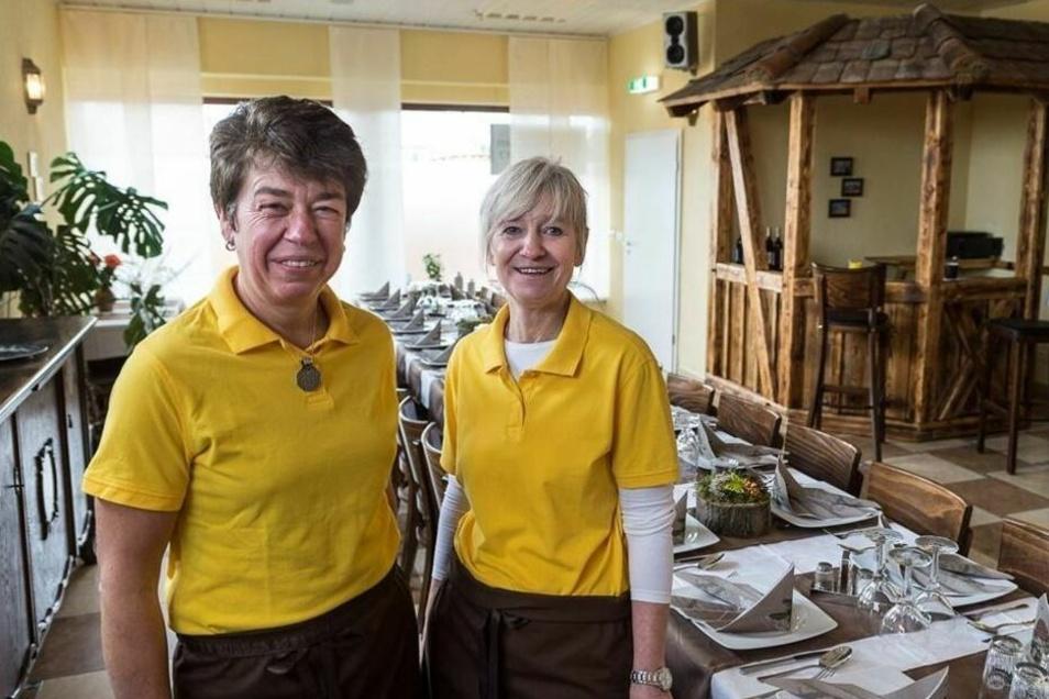 Simone Drescher (li) hat ihr Kochstudio zu einem Mini-Impfzentrum umgebaut. Aber damit soll bald Schluss sein.
