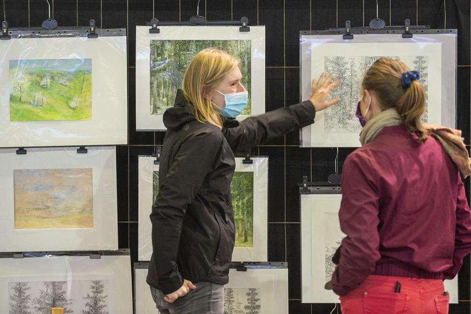 Die junge Künstlerin Viola Große aus Lindenau malt am liebsten den Wald, Pflanzen und Tiere. Sie war schon oft beim Grafikmarkt dabei.
