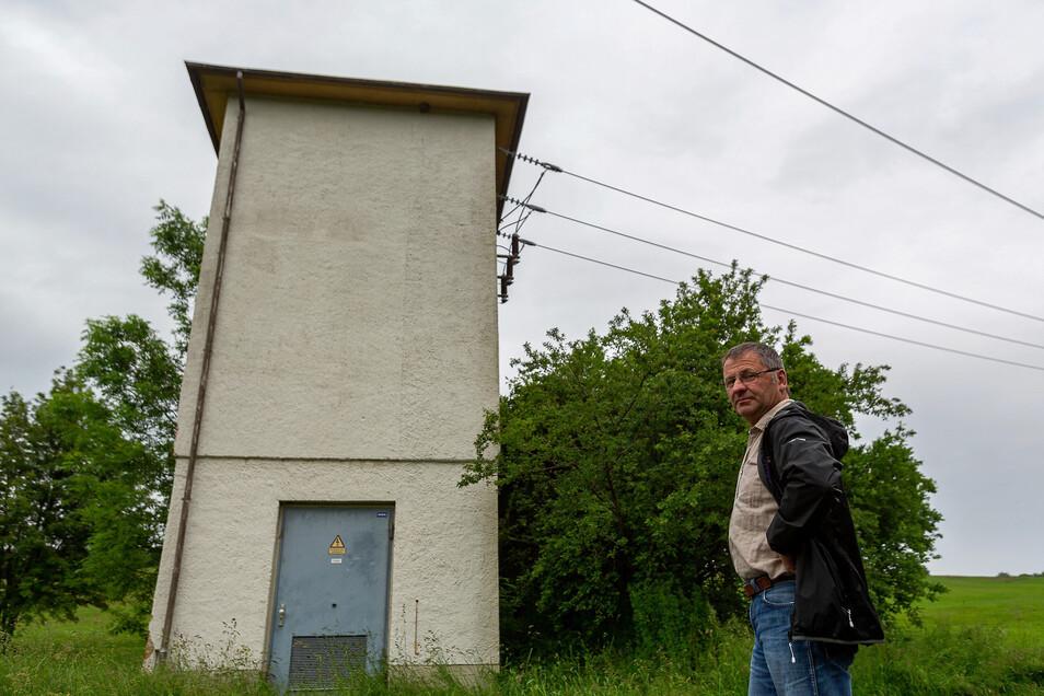 Mathias Wolf sieht keinen Sinn darin, dieses Trafo-Häuschen zu erhalten.