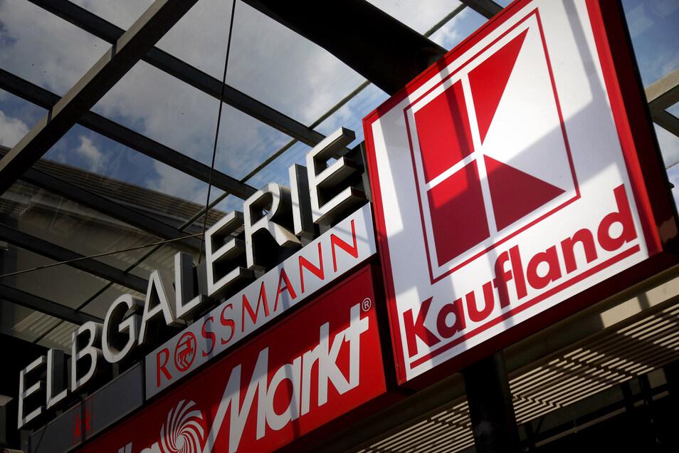 Kaufland ist neben dem Real im Riesapark der bekannteste Lebensmittelmarkt Riesas. Die Filiale in der Elbgalerie ist 3.900 Quadratmeter groß, 80 Mitarbeiter sind dort beschäftigt.