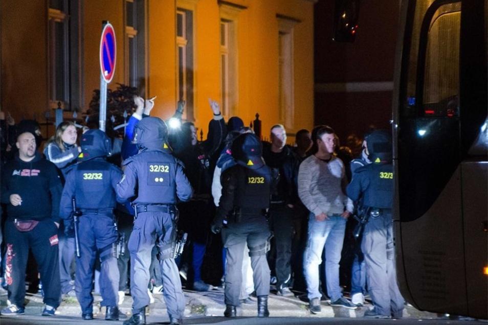 Rund 200 Polizisten waren im Einsatz, um etwa 400 Demonstranten unter Kontrolle zu halten.