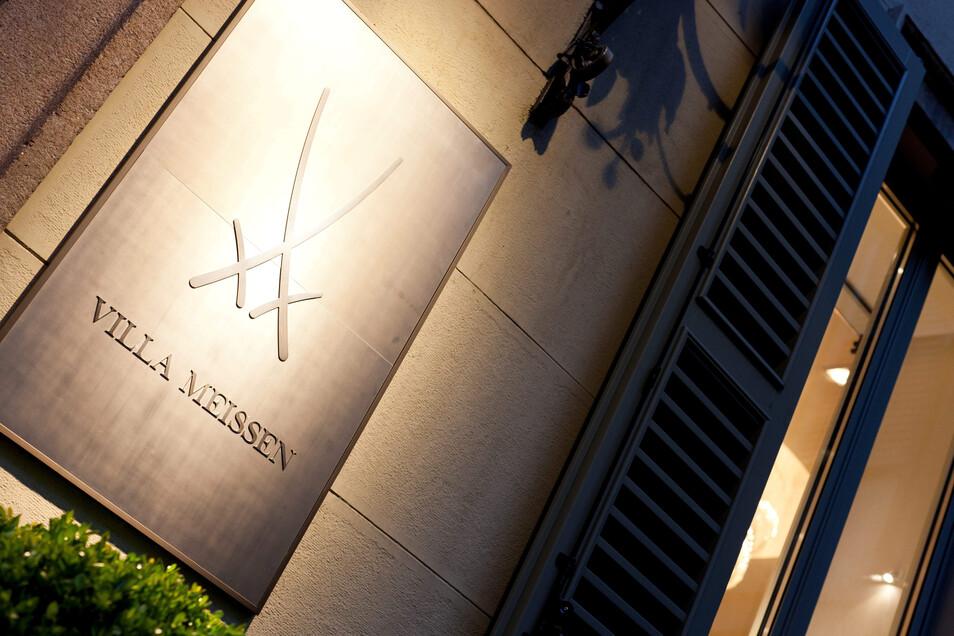 Mit der Villa Meissen in Mailand wollte der Ex-Chef der Manufaktur, Christian Kurtzke, ein Schaufenster für den von ihm und Kurt Biedenkopf konzipierten weltweit führenden deutschen Luxuskonzern schaffen. Der Plan scheiterte an der Finanzierung und Qualit