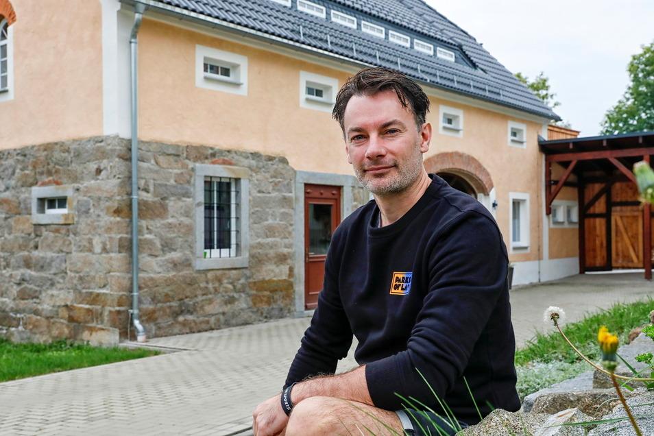 Lange haben Thomas Wockatz und seine Vereinskollegen daran gearbeitet - jetzt wird die Erlebnisscheune in Oppach eingeweiht.