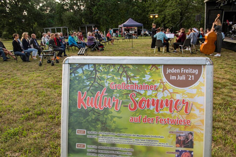 Jeden Freitag im Juli ab 19 Uhr ist Kultursommer auf der Festwiese.