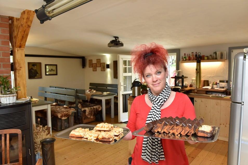 Mit Gemütlichkeit und selbst gebackenem Kuchen wirbt Christiane Weickert für ihr Altenberger Museumscafé.