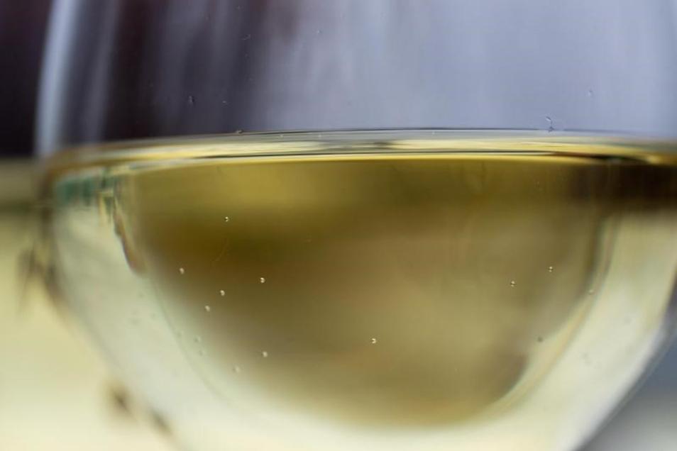 Orientierung in der vielfältigen Weingüter-Landschaft versprechen gleich drei Weinführer: «Gault&Millau», «Eichelmann» und «Vinum Weinguide».