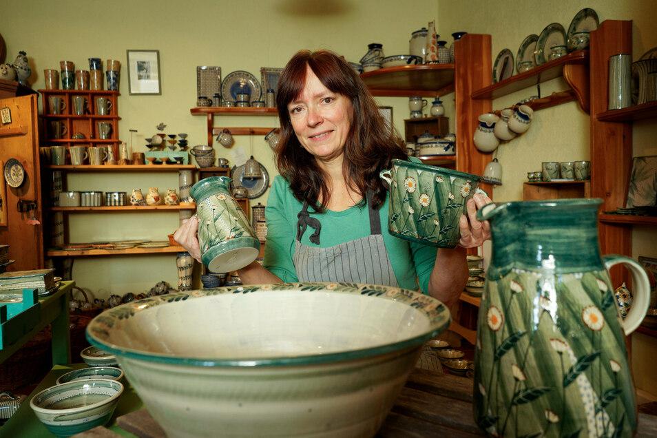 Töpfermeisterin Cornelia Lehmann ist am Wochenende mit ihrer vielfältigen Keramik auf dem 31. Töpferfest in Neukirch vertreten.
