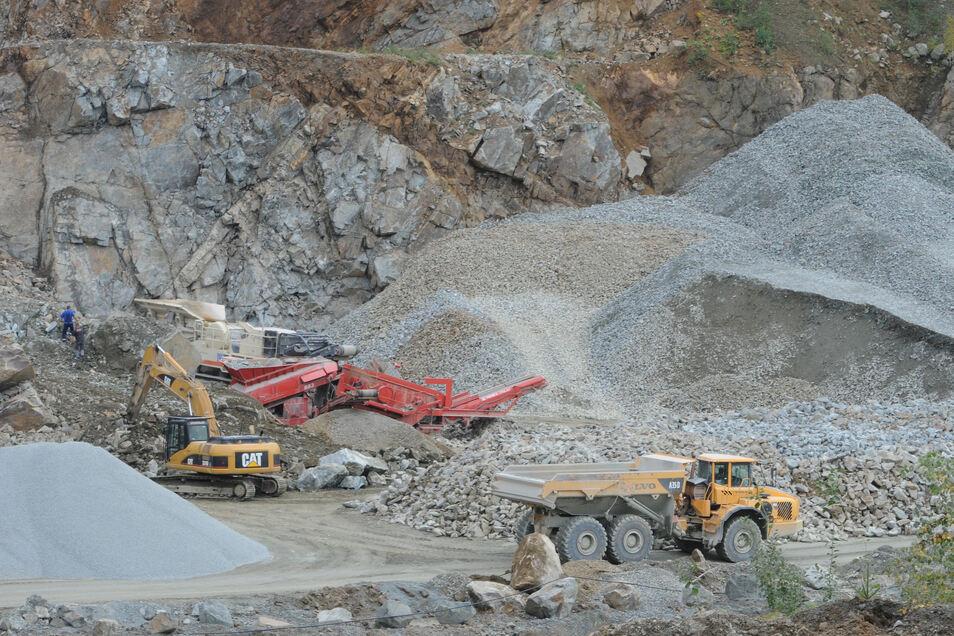 Im Ebersbacher Steinbruch wird Gestein für den Straßenbau gewonnen.