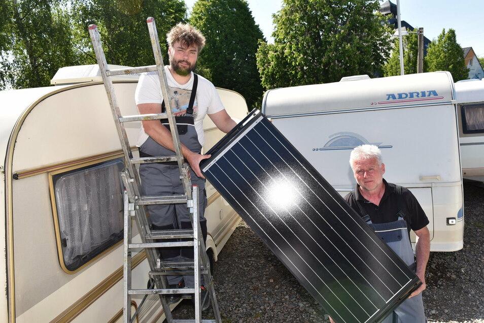 Uwe (re.) und Marcel Lehmann wollen ihre Servicewerkstatt für Wohnwagen in Paulsdorf erweitern. Ihr Bau liegt zwar im Außenbereich, findet aber noch Zustimmung, Während ein anderes Projekt aus diesem Grund große Probleme hat.