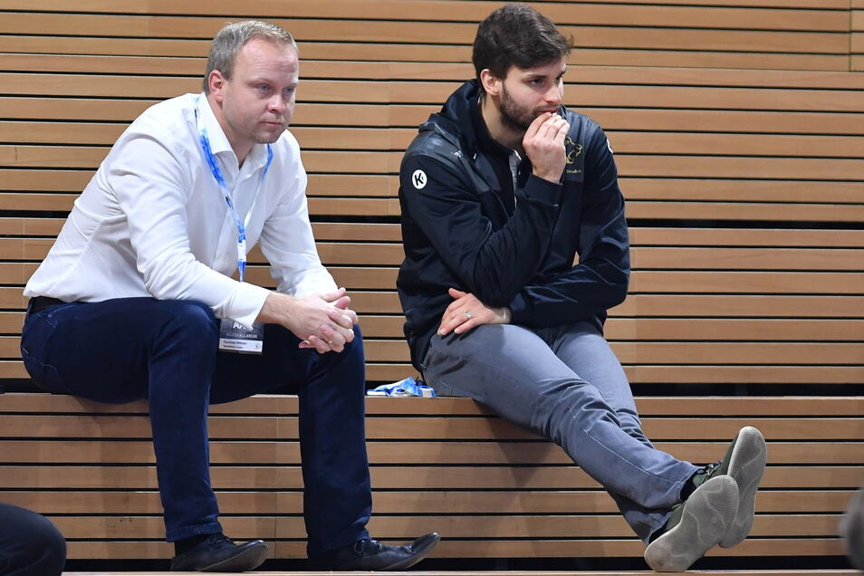 Manager Karsten Wöhler (l.) und Vize-Kapitän Sebastian Greß im Corona-Modus.