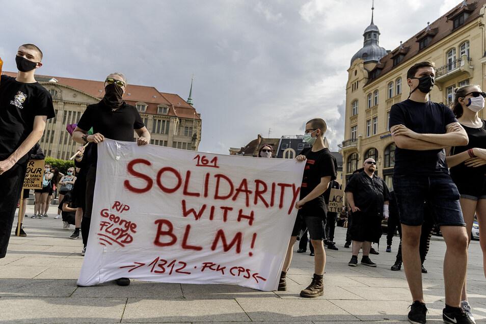 Junge Görlitzer solidarisieren sich mit der Bewegung, die aus den USA kommt.