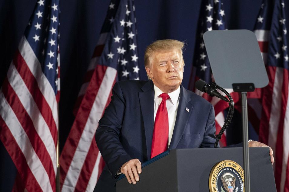 Donald Trump, Präsident der USA, spricht am Denkmal Mount Rushmore in South Dakota.