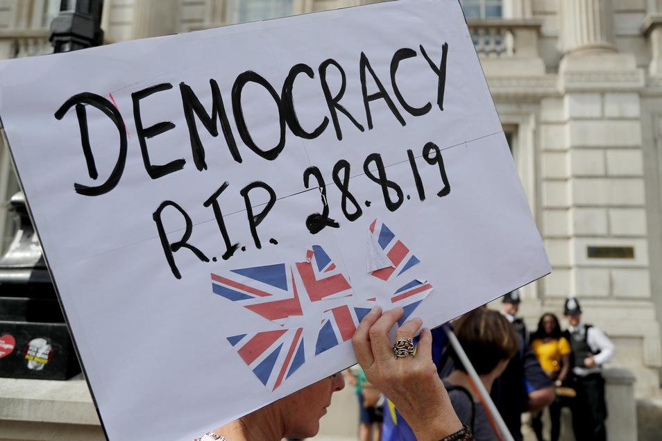 Der britische Premierminister Johnson hat mit der von ihm verordneten Zwangspause des Parlaments einen Sturm der Empörung ausgelöst.