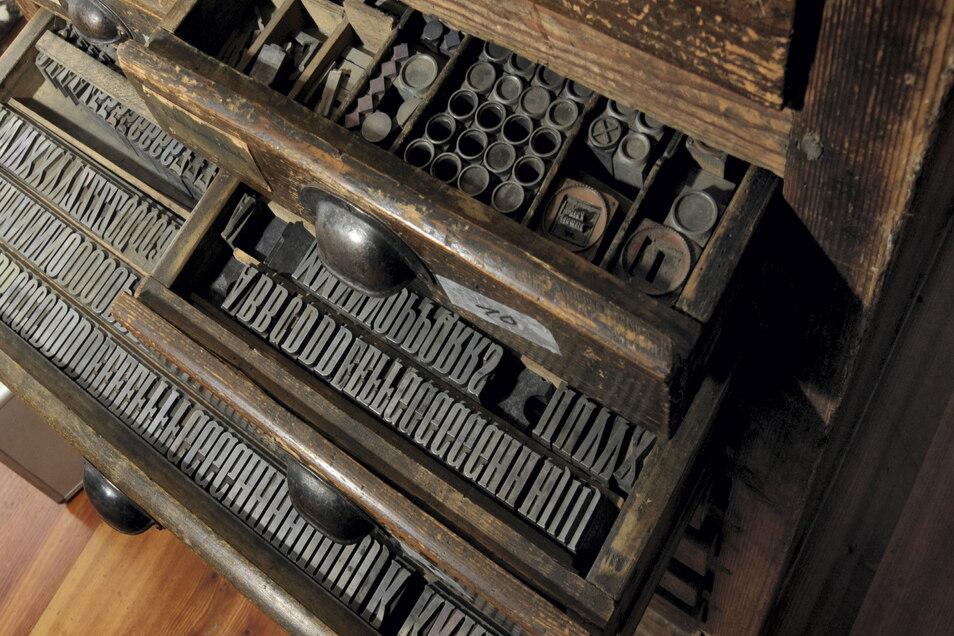 Ein alter Setzkasten aus der Druckerei Weigel in Großenhain. So ähnlich sahen auch die Zeitungssetzkästen mit den Buchstaben aus.