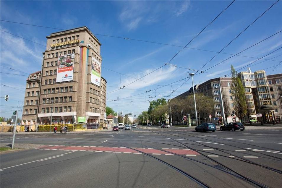 Blick auf das Hochhaus am Albertplatz in Dresden: Hier soll es am Karfreitag zwei Filmfest-Vorführungen geben.