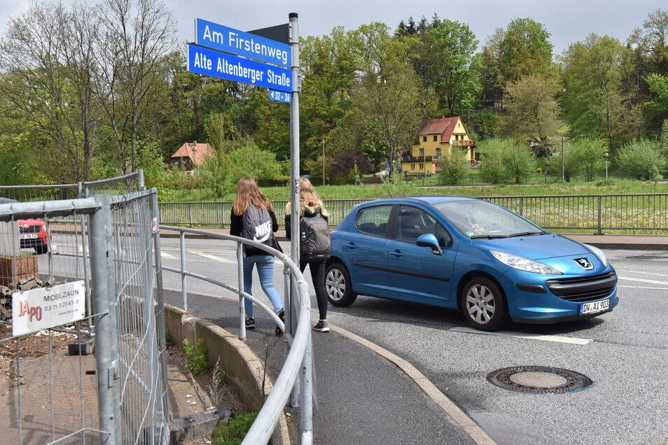 Am Firstenweg wird der neue Edeka-Markt in Dippoldiswalde gebaut. Der Fußweg von hier in die Stadt entlang der Bundesstraße B170 ist aber zu schmal.