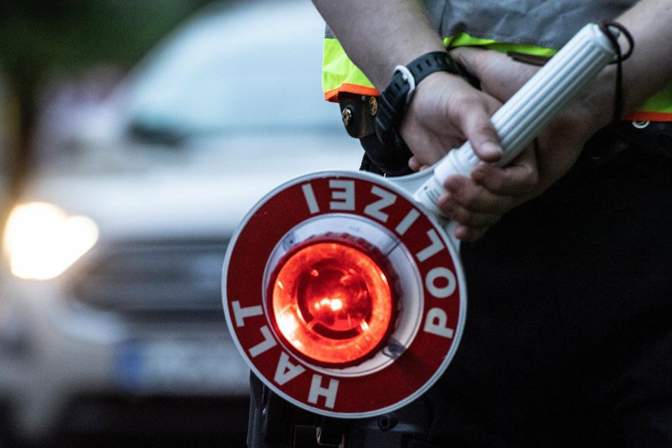 Dem Stoppzeichen eine Polizeistreife wollte am Sonnabend ein Radler nicht folgen. Doch seine Flucht endete an einem Bordstein.