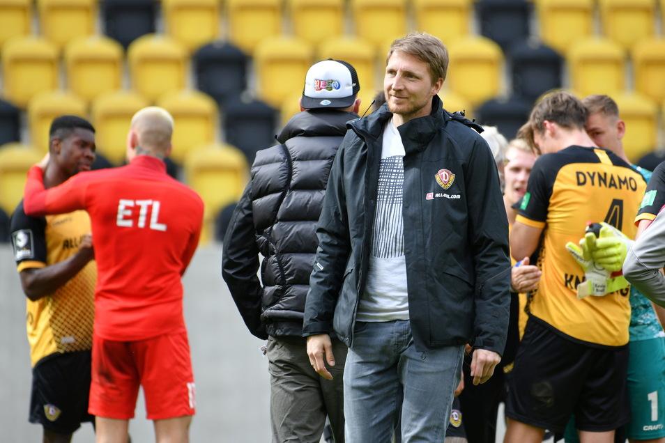 Die Mannschaft feiert, Marco Hartmann (M.) ist zwar verletzt, aber mit dabei. Doch ob er einen neuen Vertrag bekommt, erscheint unsicher.