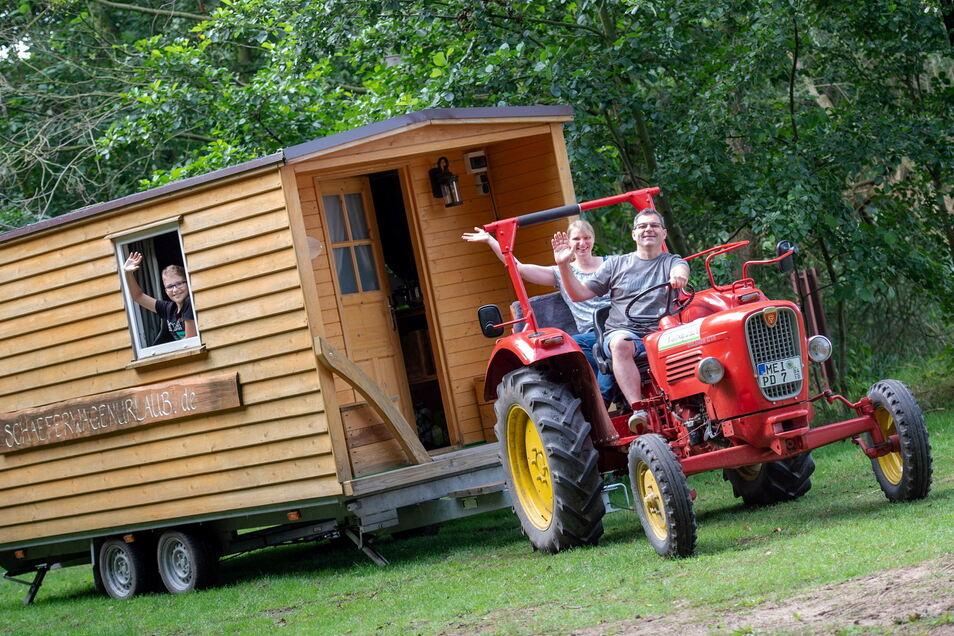 Peggy und Mike Burkhardt aus Lohmen haben gemeinsam mit Sohn Eric Schäferwagenurlaub in Moritzburg gebucht - und waren begeistert.