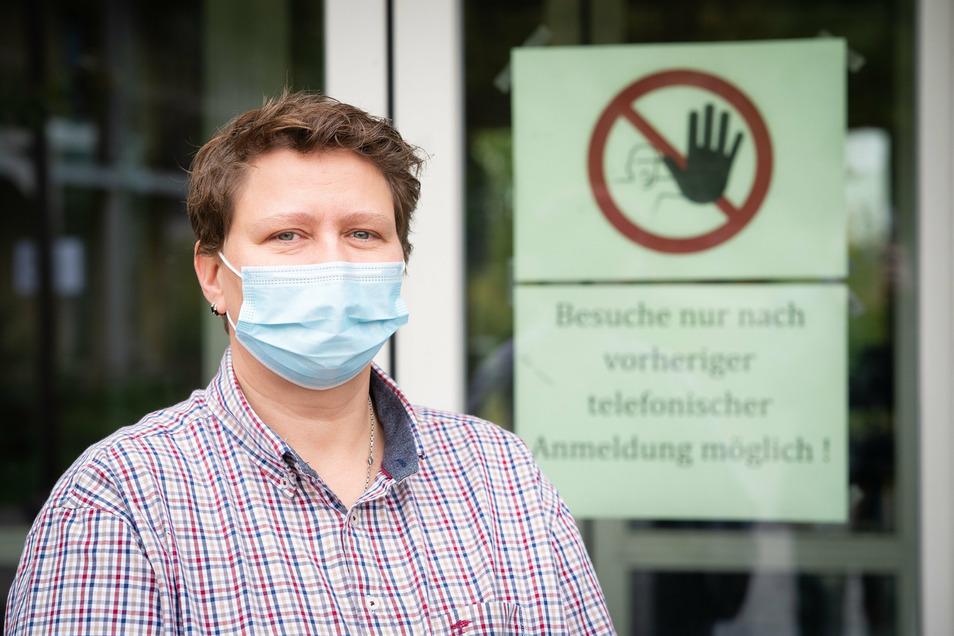 Susanne Hübel, Leiterin des Seniorenzentrums Bielatal, lässt zum Schutz der Bewohner Besuche nur nach Anmeldung zu.