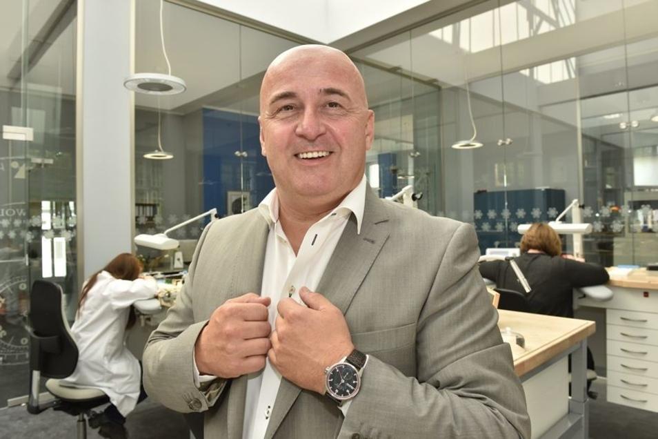 Im Herbst präsentierte Geschäftsführer Jürgen Werner die neue Melkus-Uhr, die für 3 750 Euro angeboten wird. Andere Uhren der Firma sind für ähnliche Preise zu haben, sie kosten zwischen 2 500 und 5 000 Euro.