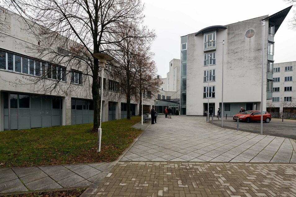 Die Asklepios Sächsische-Schweiz-Klinik in Sebnitz. Wieder soll eine Abteilung geschlossen werden. Dagegen regt sich Widerstand.